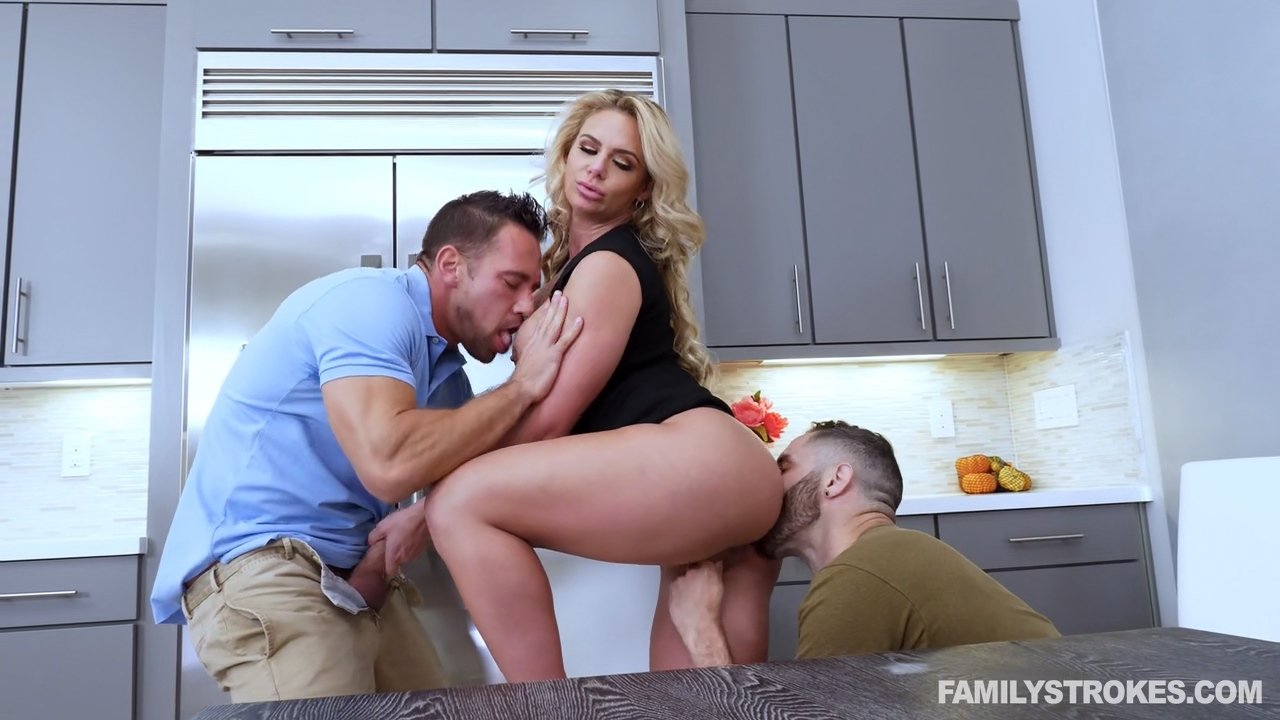 Phoenix Marie – Army Boy Meets Busty Stepmom For Thanksgiving_shot
