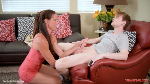 0623_Step Mom Lends A Helping Hand – Sofie Marie__shot_000