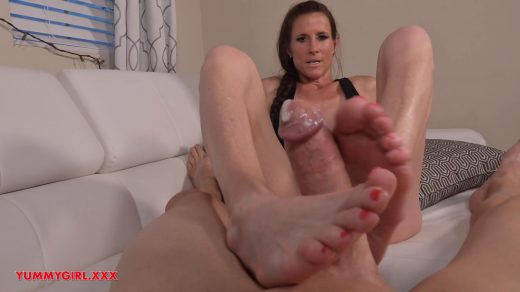 1548_Sofie-Marie-Broken-Hands-Step-Mom-Foot-Job-Hd_shot_000